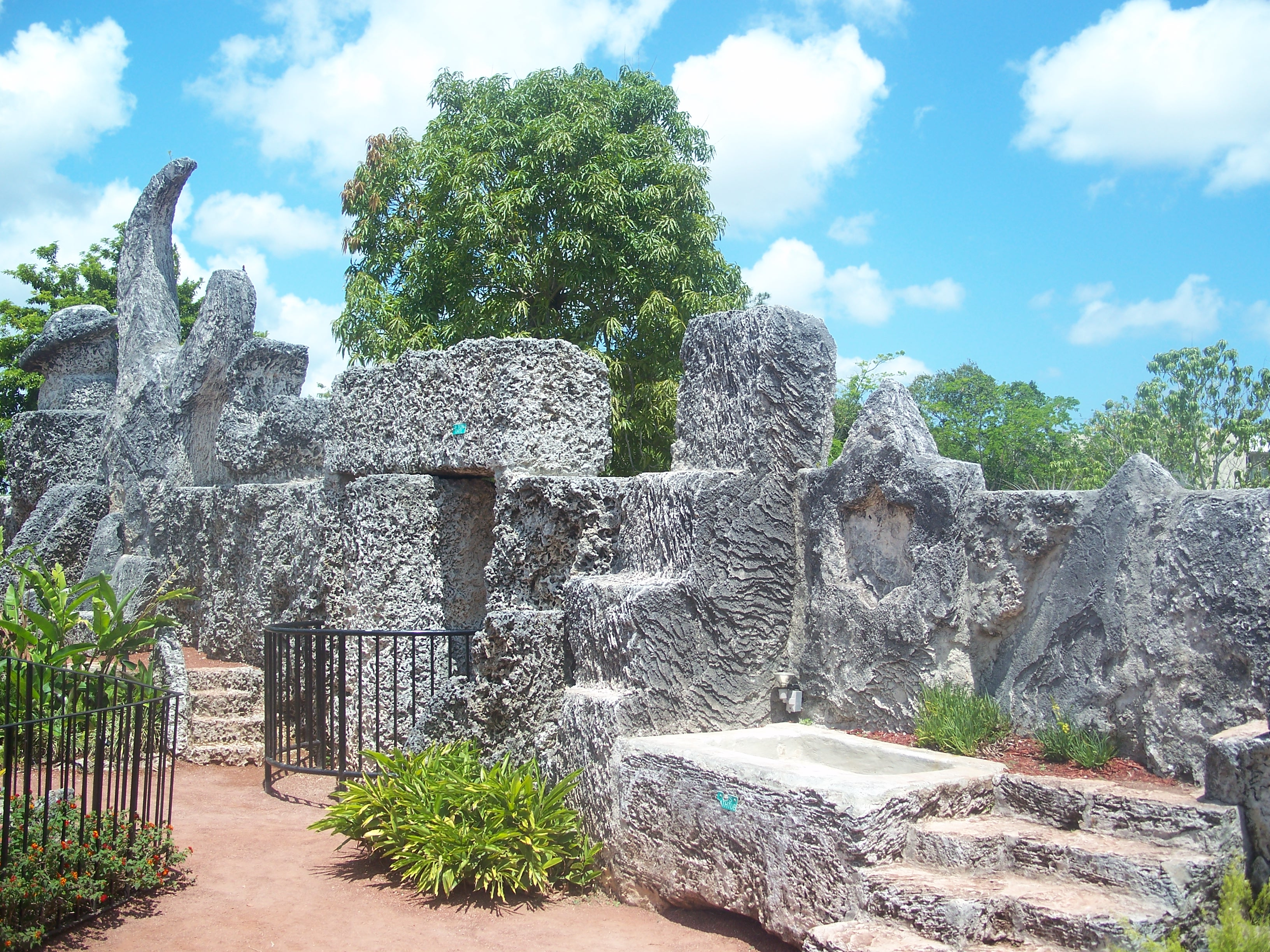 Description Homestead FL Coral Castle wall01.jpg