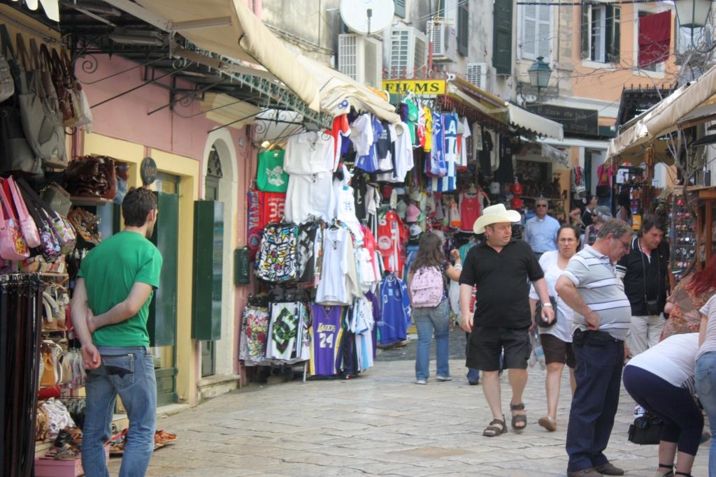 File:Shopping in Korfu Stadt.JPG - Wikimedia Commons