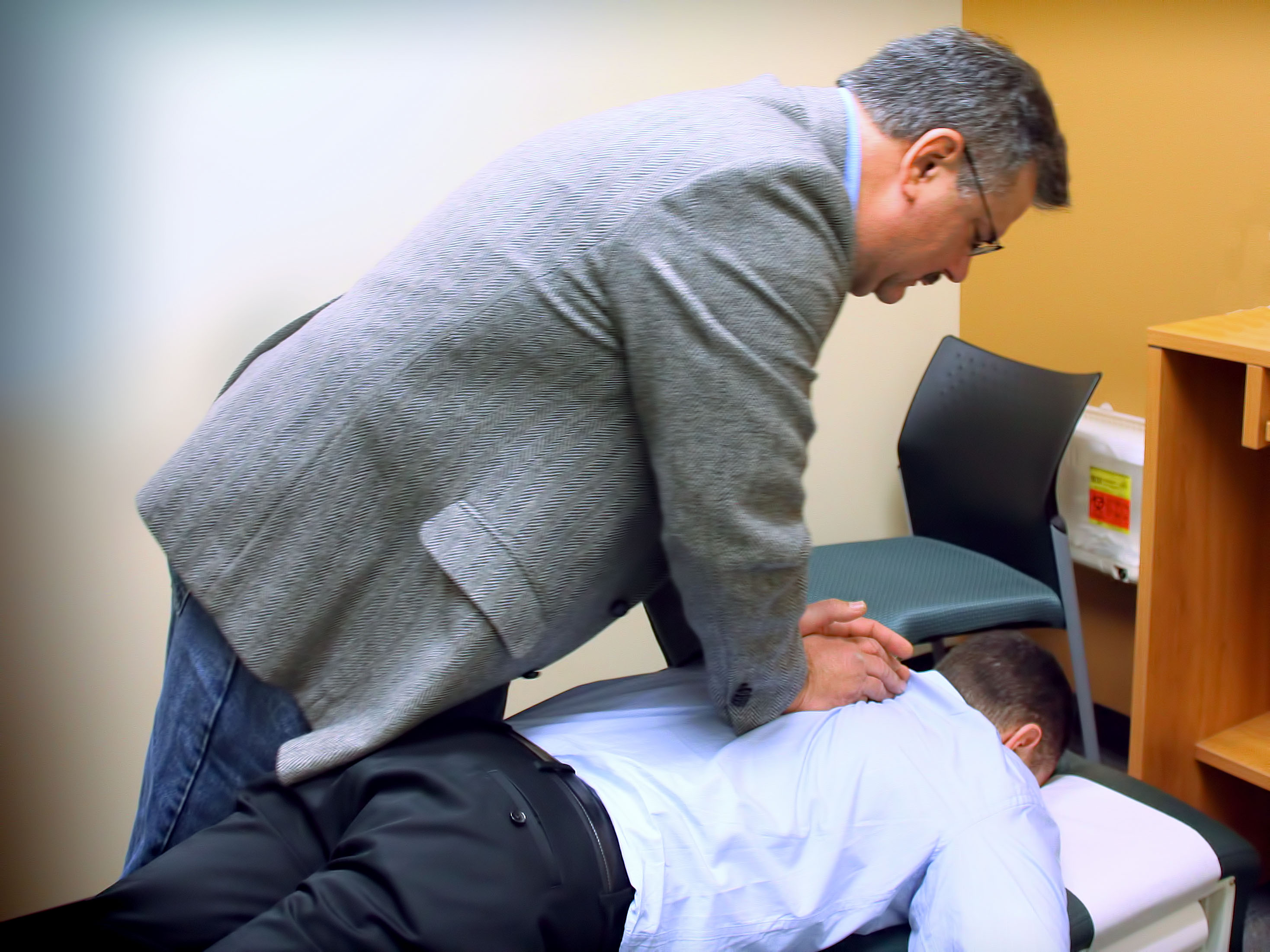 Description Chiropractic spinal adjustment.jpg