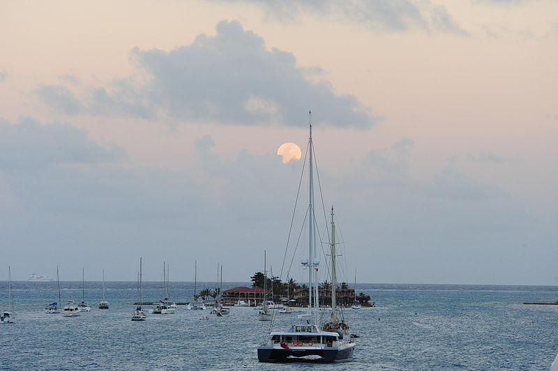 Description Moon Rise Saba Rock Island British Virgin Islands.JPG