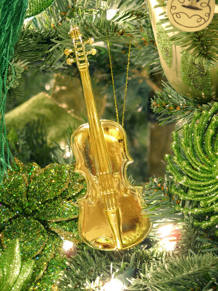 https://images.duckduckgo.com/iu/?u=http%3A%2F%2Fwww.amazing-christmas-ideas.com%2Fassets%2Fimages%2FIrish-Christmas-Tree%2Fmusic-instrument-violin-ornament.jpg&f=1