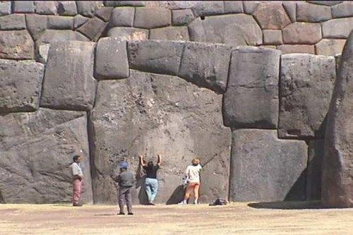 Laescala de los muros y el tamaño de los bloques depiedra