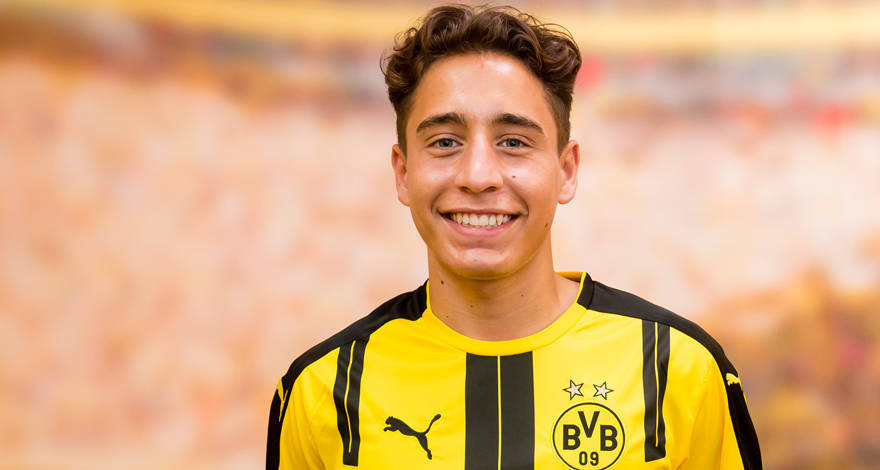 The 21-year old son of father (?) and mother(?) Emre Mor in 2019 photo. Emre Mor earned a  million dollar salary - leaving the net worth at 2 million in 2019