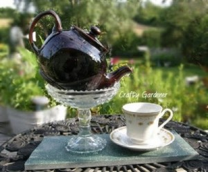 craf-tea idea - a never ending pot of tea - craftygardener.ca