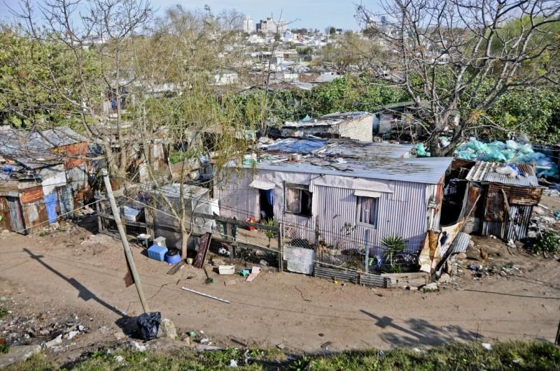 Pobreza en Uruguay bajó levemente el año pasado – El Politico