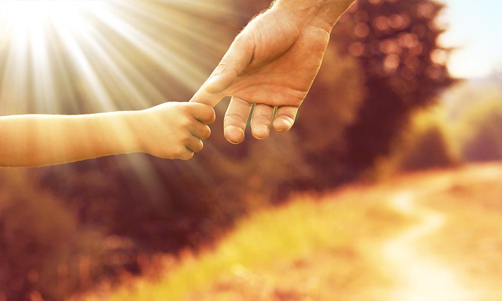 Le Chemin du Cœur : neuvaine ignatienne au Sacré-Cœur de Jésus ?u=http%3A%2F%2Fwww.familyradio.org%2Fapp%2Fuploads%2F2017%2F12%2FPeople-Parent-and-child-holding-hands