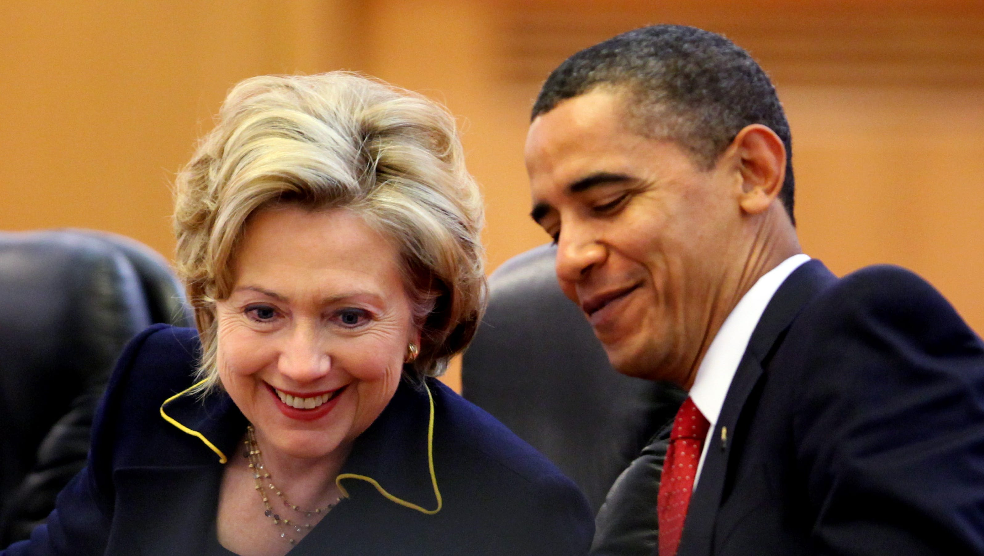 Obama, Hillary Clinton catch up in Oval Office chat