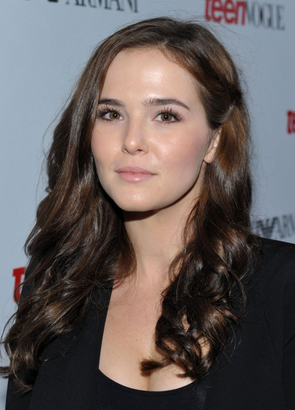 The 22-year old daughter of father Howard Deutch and mother Lea Thompson, 168 cm tall Zoey Deutch in 2017 photo