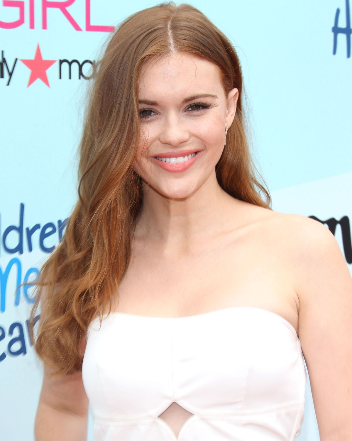 The 31-year old daughter of father (?) and mother(?), 166 cm tall Holland Roden in 2018 photo