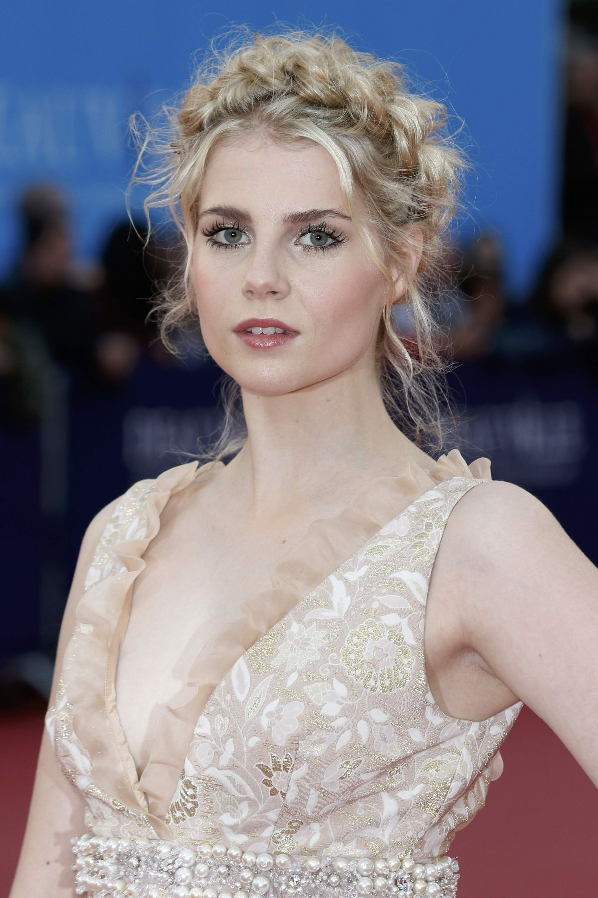 Il 24-anni, 168 cm alto Lucy Boynton in 2018 photo