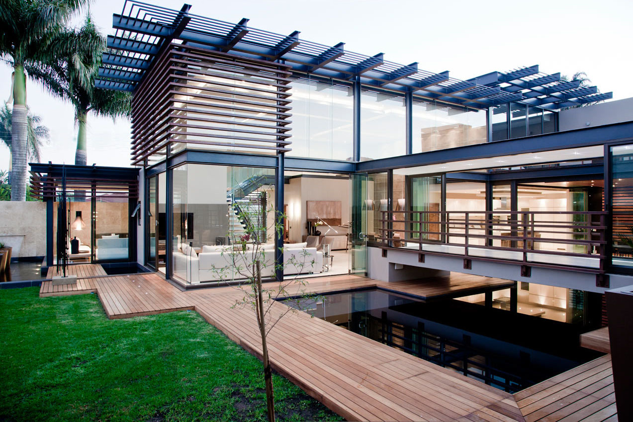 Minimalist Opulent Luxury Home with Lots of Glass, Steel ...