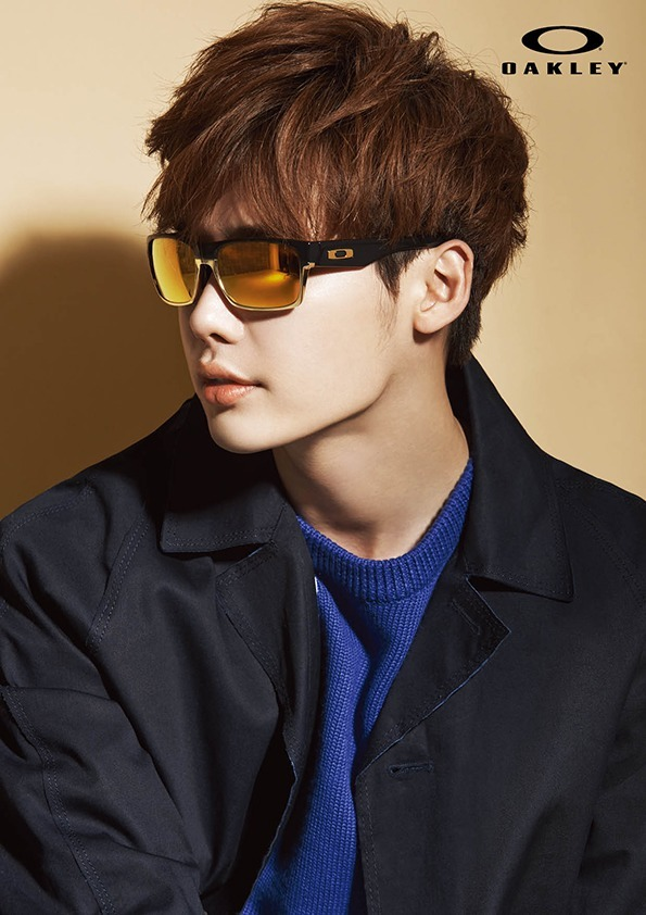 """Lee Jong Suk looks sporty and sharp in latest """"Oakley"""" pictorial"""