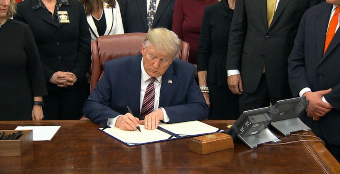 Trump to Sign New Executive Order Freezing Green Cards ...