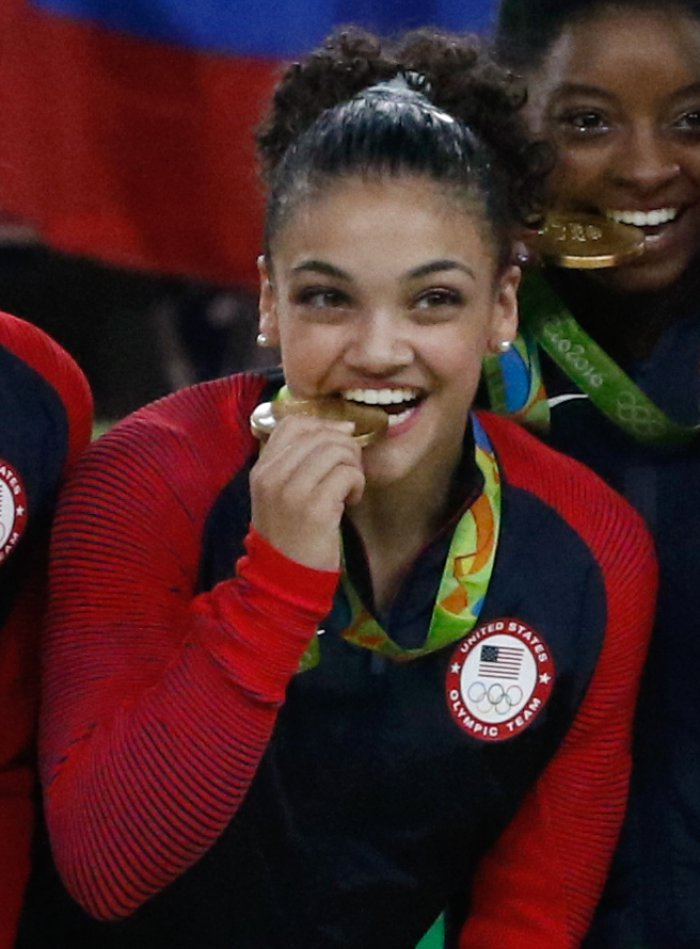 Den 17-år gammal, 152 cm lång Laurie Hernandez in 2017 photo