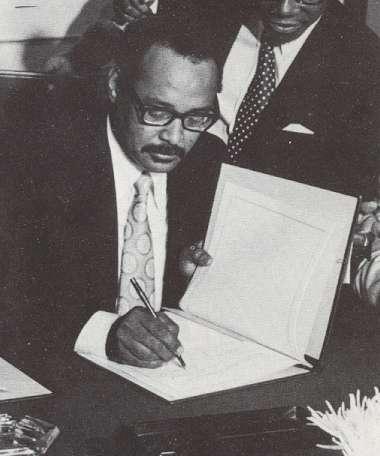 Henck Arron ondertekend de onafhankelijkheidsverklaring