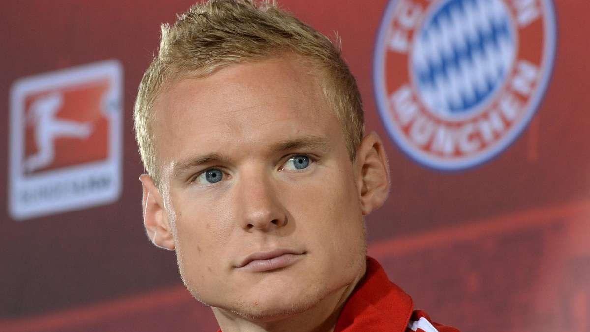 The 29-year old son of father (?) and mother(?) Sebastian Rode in 2019 photo. Sebastian Rode earned a  million dollar salary - leaving the net worth at 7 million in 2019