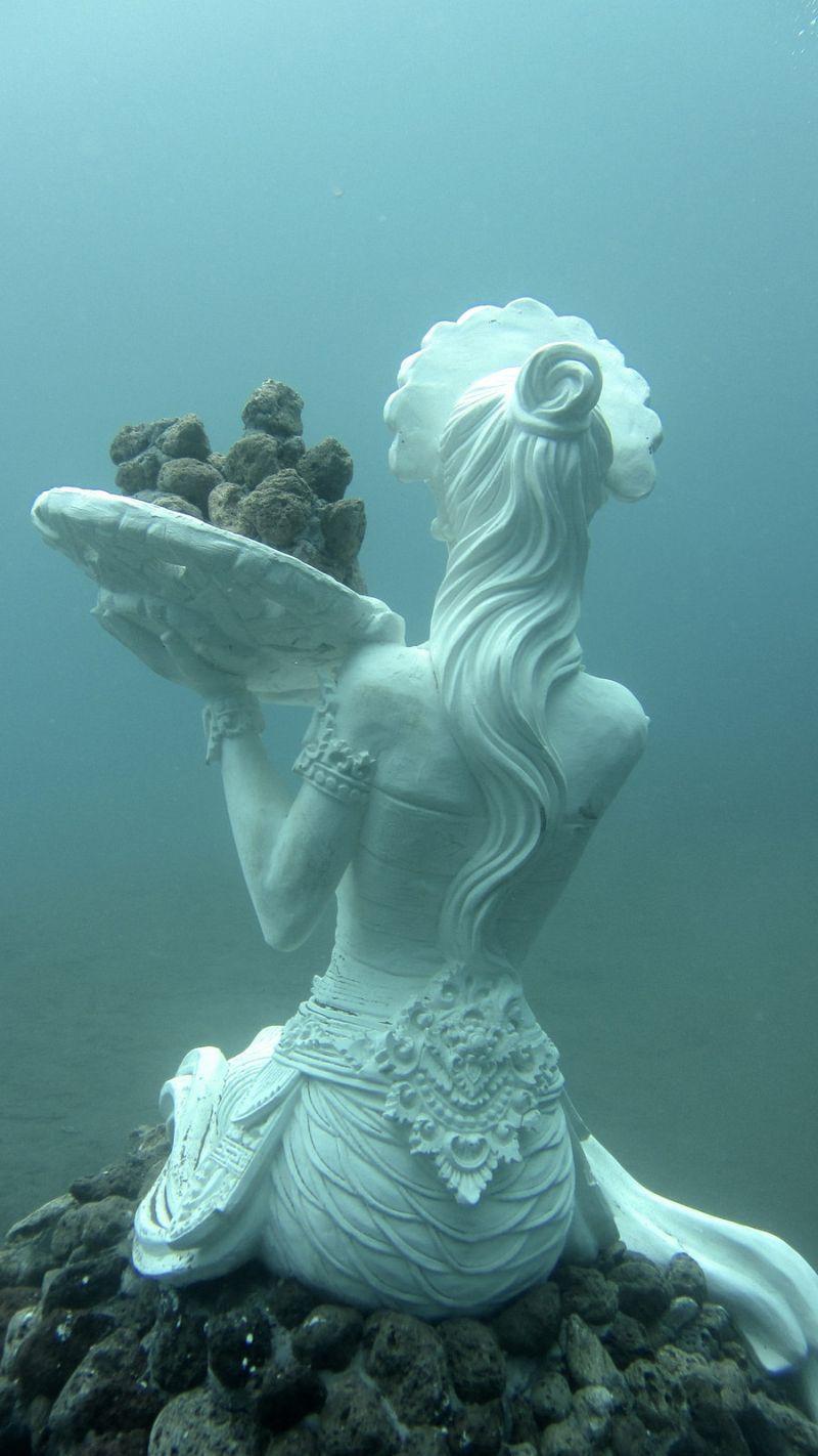 10 Breathtaking Underwater Statues and Sculptures - Urban ...