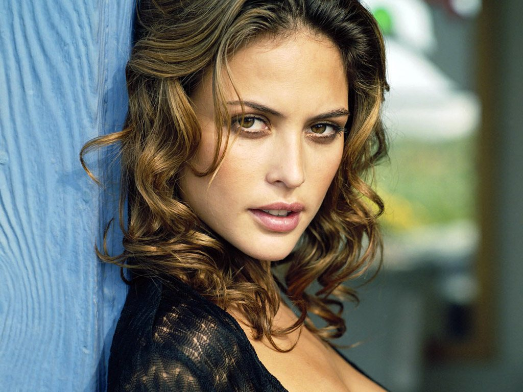 The 41-year old daughter of father (?) and mother(?) Josie Maran in 2020 photo. Josie Maran earned a  million dollar salary - leaving the net worth at 2 million in 2020