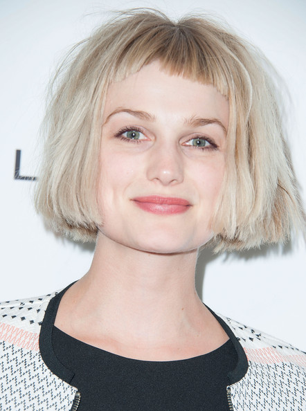 The 33-year old daughter of father (?) and mother(?), 168 cm tall Alison Sudol in 2018 photo