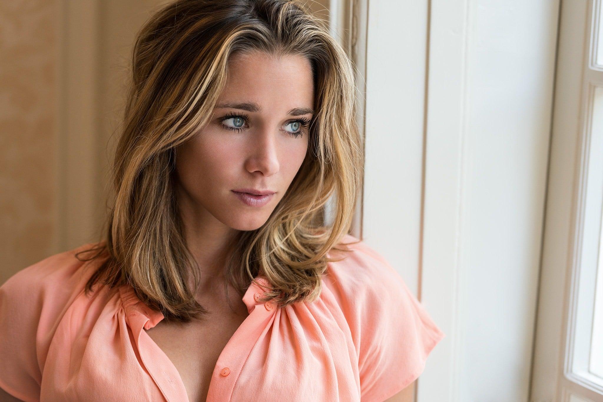 Ellen-Hoog-Hottest-Pics-13.jpg&f=1