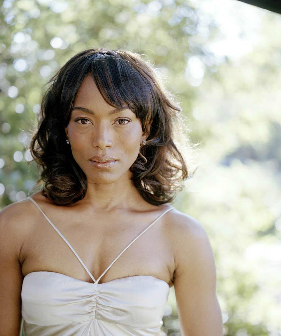 Angela-Bassett-actresses-6937977-905-1085.jpg&f=1&nofb=1