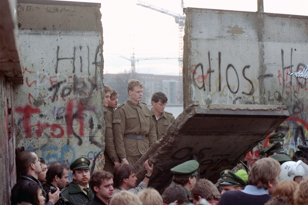 The Berlin Wall, 20 years gone - Photos - The Big Picture ...