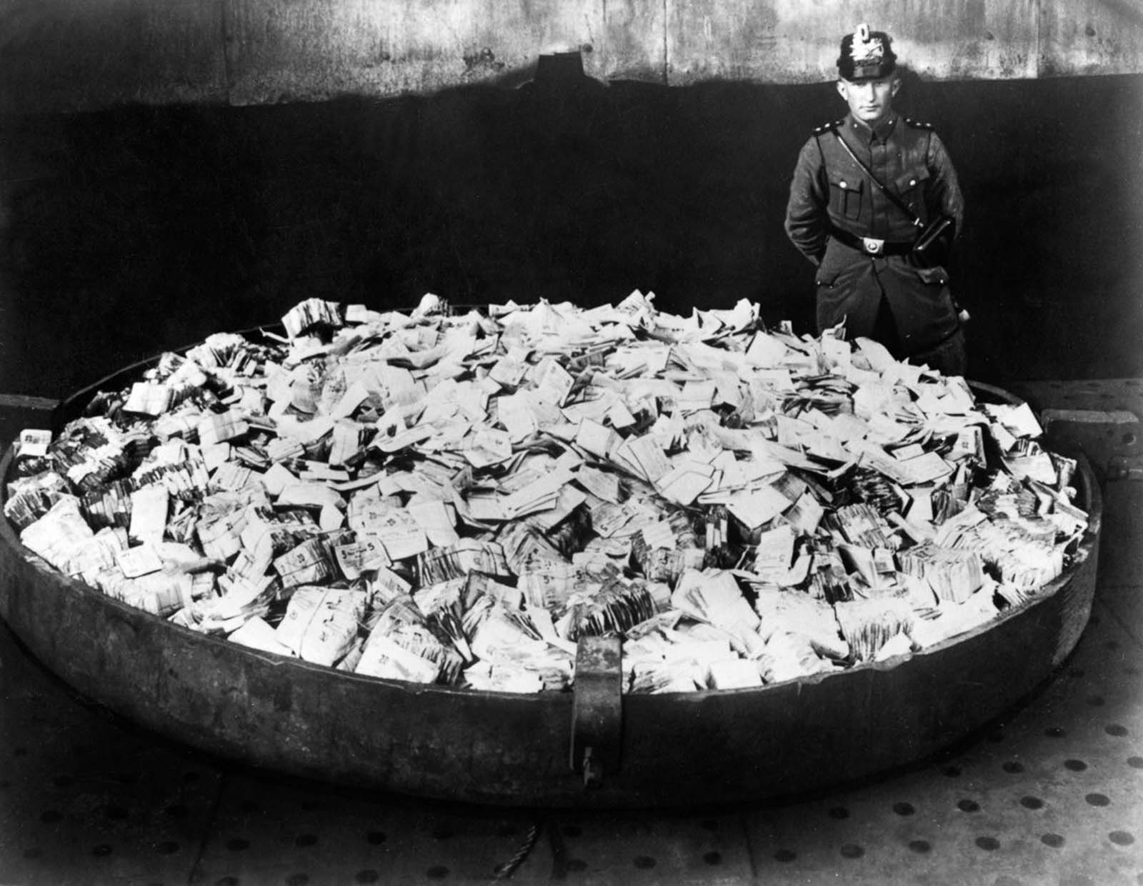 Using banknotes as wallpaper during German hyperinflation ...