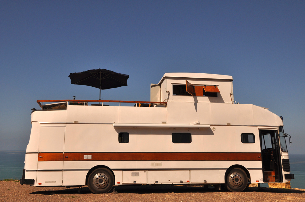 Le camping-car Passe partout: Car transformé en camping car