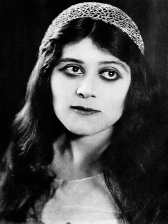 Theda Bara – A Pretty Addiction