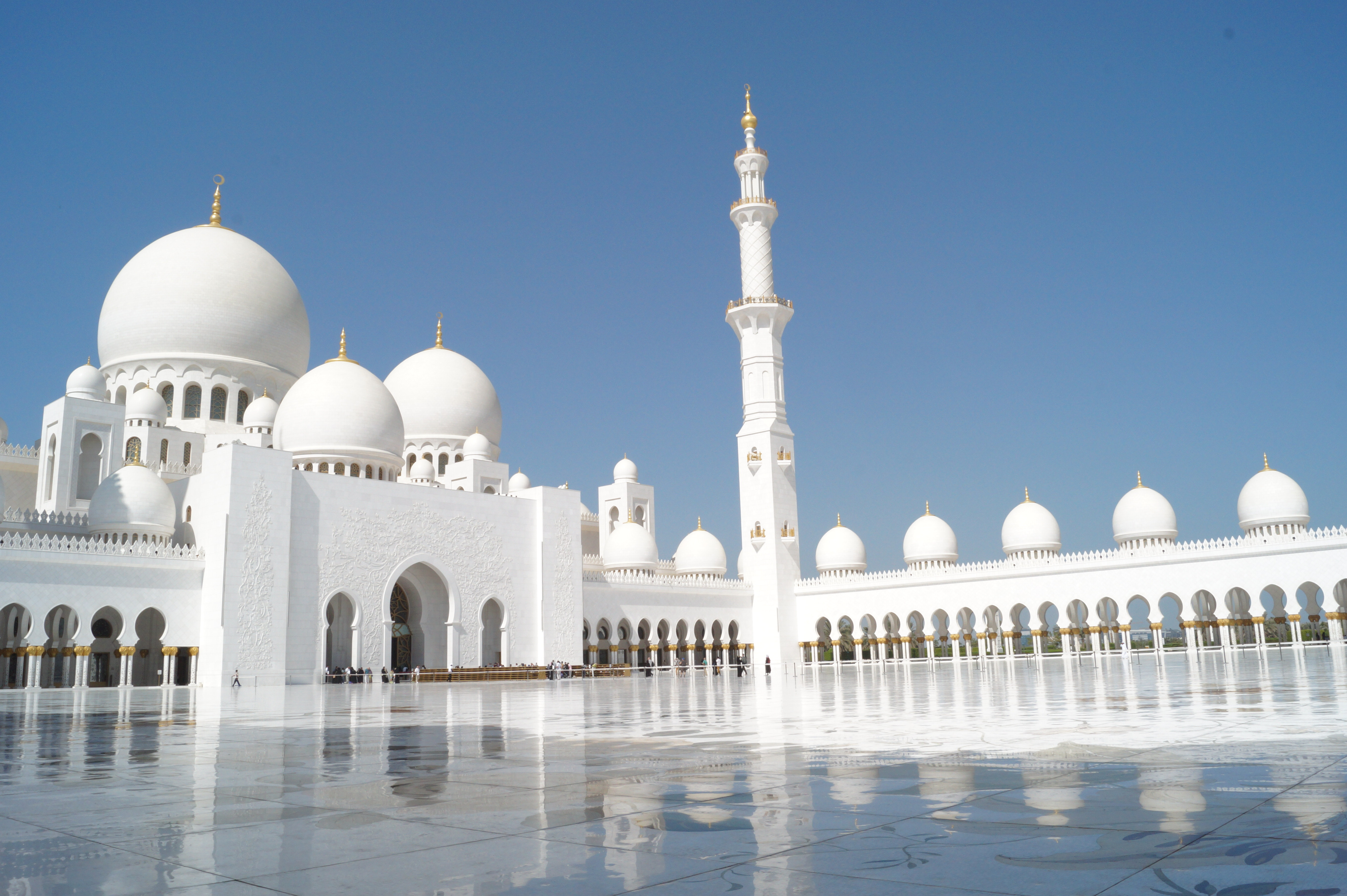 Sand dunes and Mosques – another side of the UAE ...