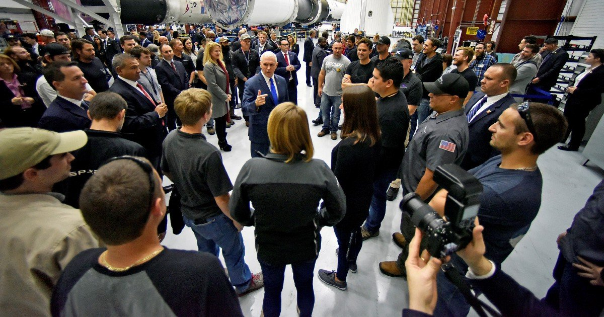 SpaceX to lay off 10 percent of workforce   New Straits Times