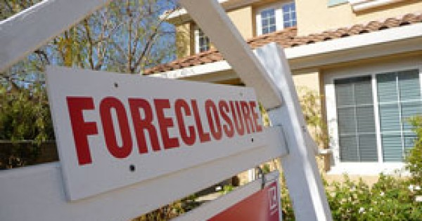 Trump says HUD will suspend foreclosures and evictions until end of April amid coronavirus response…