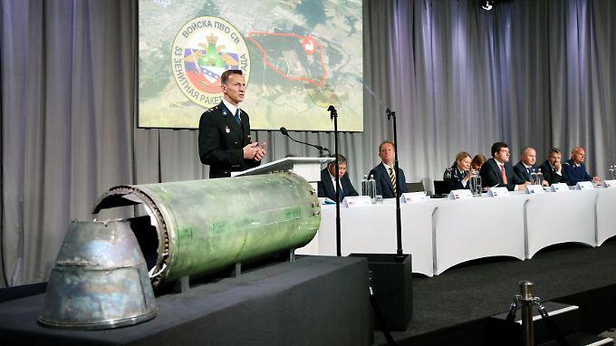 Buk-Rakete traf Flugzeug: Ermittler: MH17 mit russischer ...