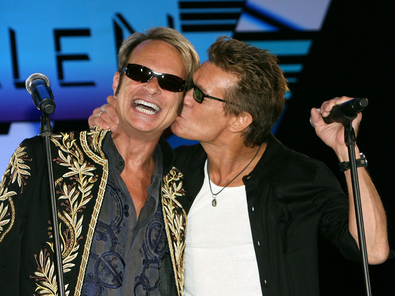 Van Halen announces 2012 tour with David Lee Roth - CBS News