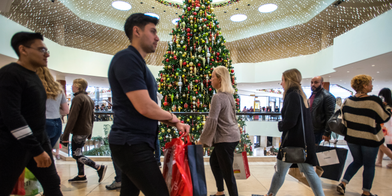 Online sales hit record highs in the shortest holiday shopping season since 2013…
