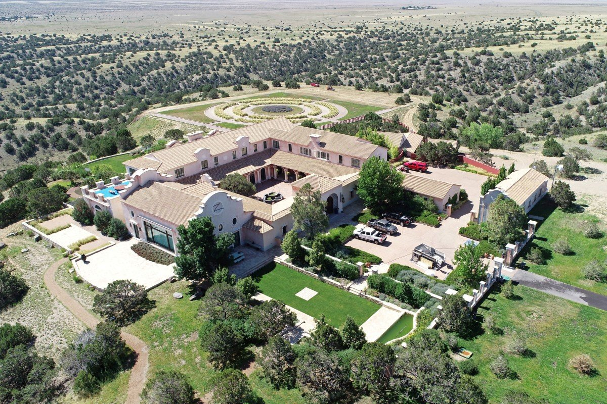 Bill and Hillary Clinton were frequent guests at 'Jeffrey Epstein's New Mexico ranch according to estate manager…