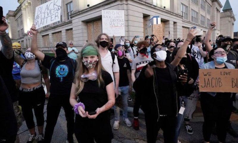Kenosha Rioters Shout 'Death to America' & 'Kill the ...