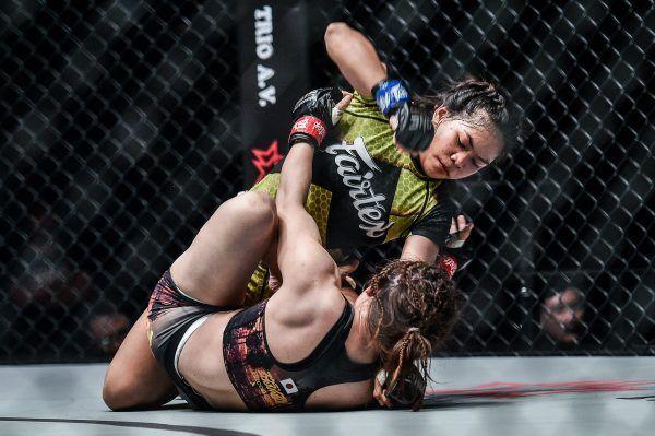 Denice Zamboanga on top of Mei Yamaguchi