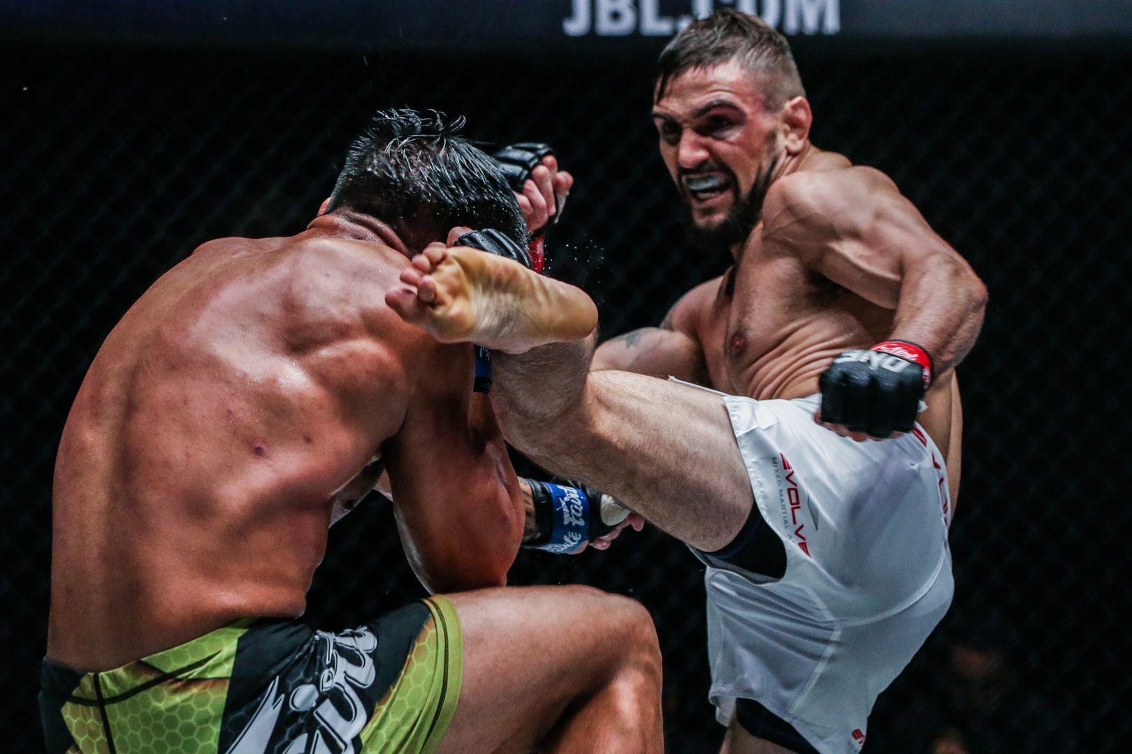 Troy Worthen kicks Mark Abelardo