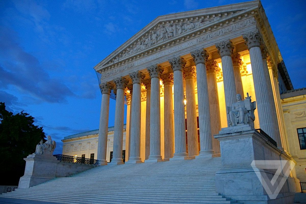 The Supreme Court on Monday issued a temporary stay of an appeals court ruling that granted House Democrats' access to President Trump's financial records…