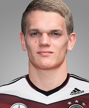The 23-year old son of father (?) and mother(?), 188 cm tall Matthias Ginter in 2017 photo