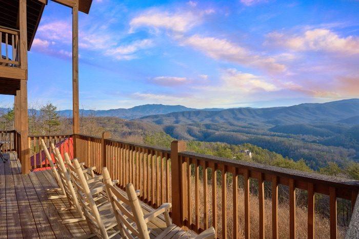 """Breathtaker"" 5-bedroom Smoky Mountain Cabin"