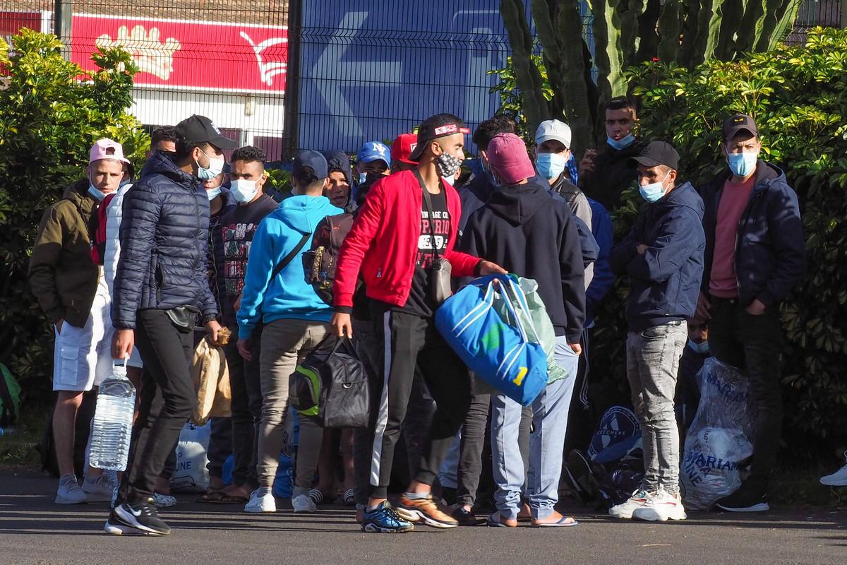 Un grupo de 50 migrantes alojado en Las Raíces se 'rebela ...