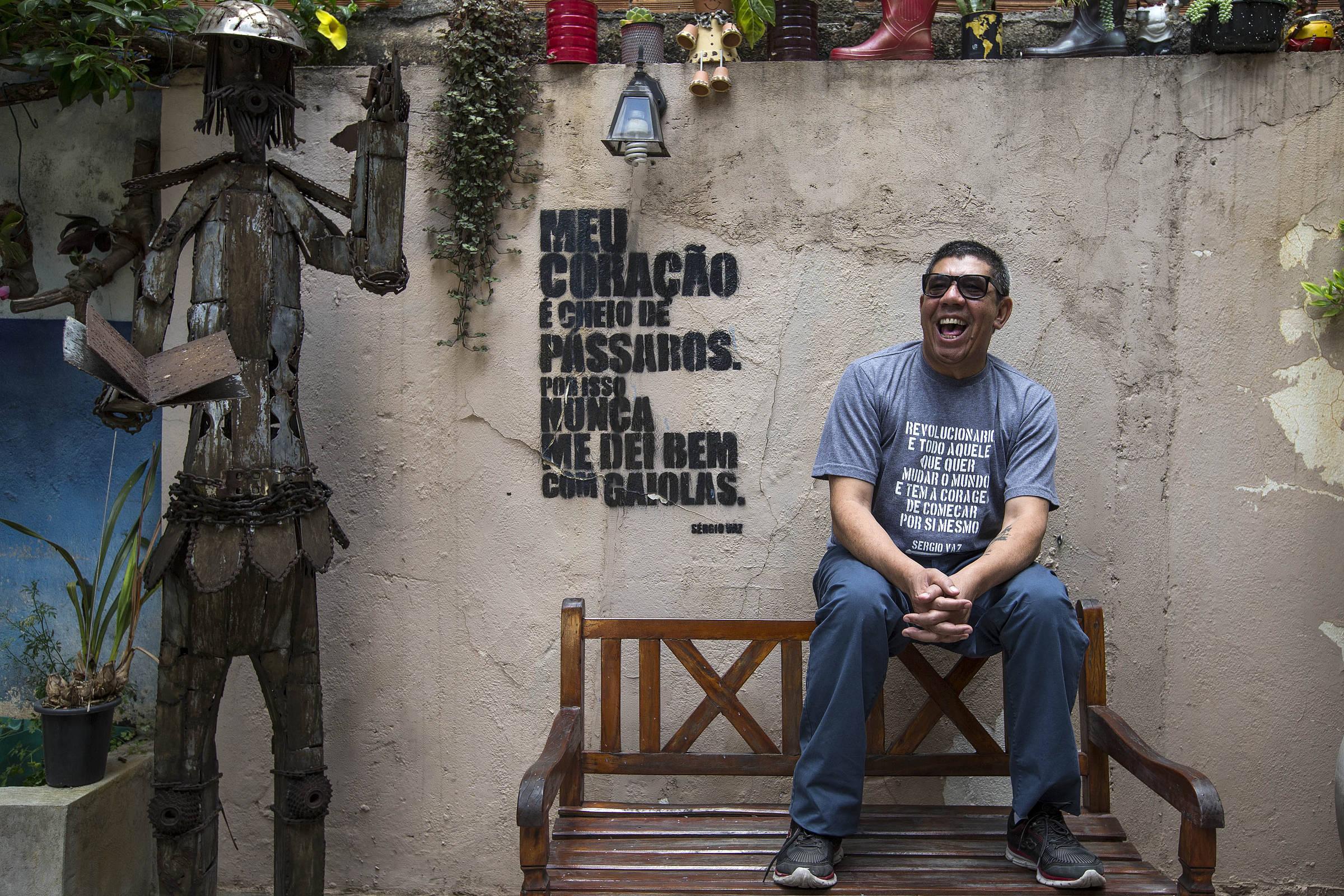 Poesia de Sérgio Vaz ganha destaque na voz de estudante do CEEJA!