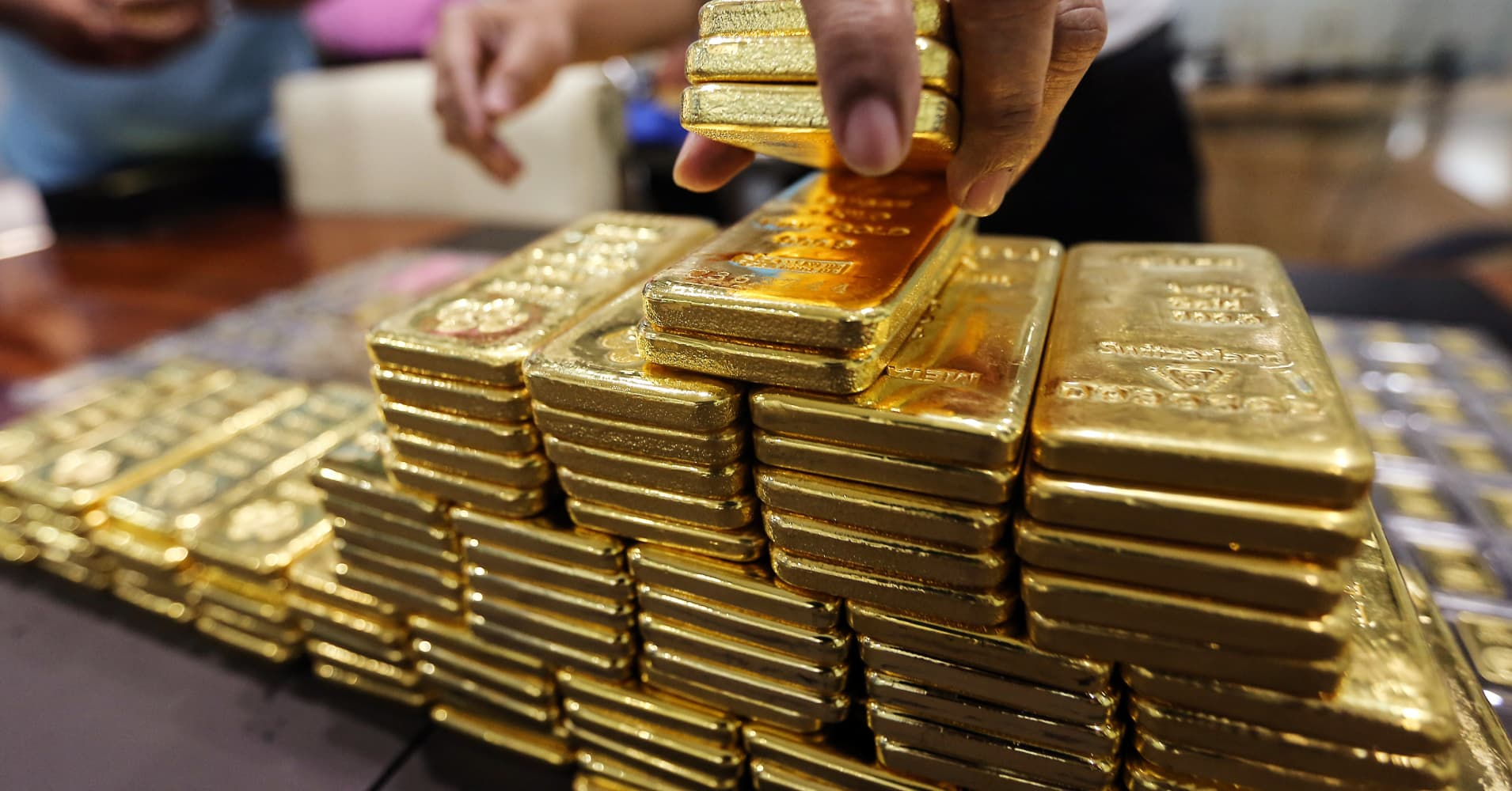 The Wealthy Are Hoarding Physical Gold – This according to data buried in a recent Goldman Sachs note to clients…