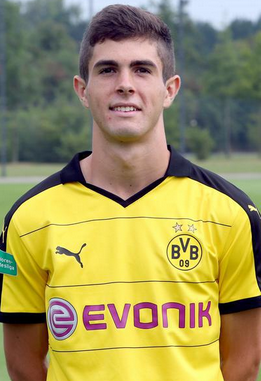 The 19-year old son of father (?) and mother(?), 173 cm tall Christian Pulisic in 2018 photo