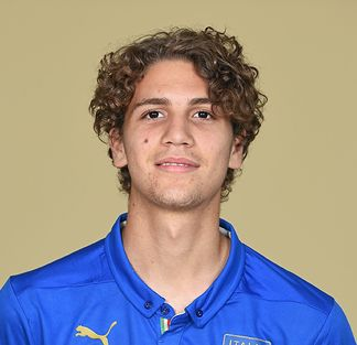 The 19-year old son of father (?) and mother(?), 186 cm tall Manuel Locatelli in 2017 photo