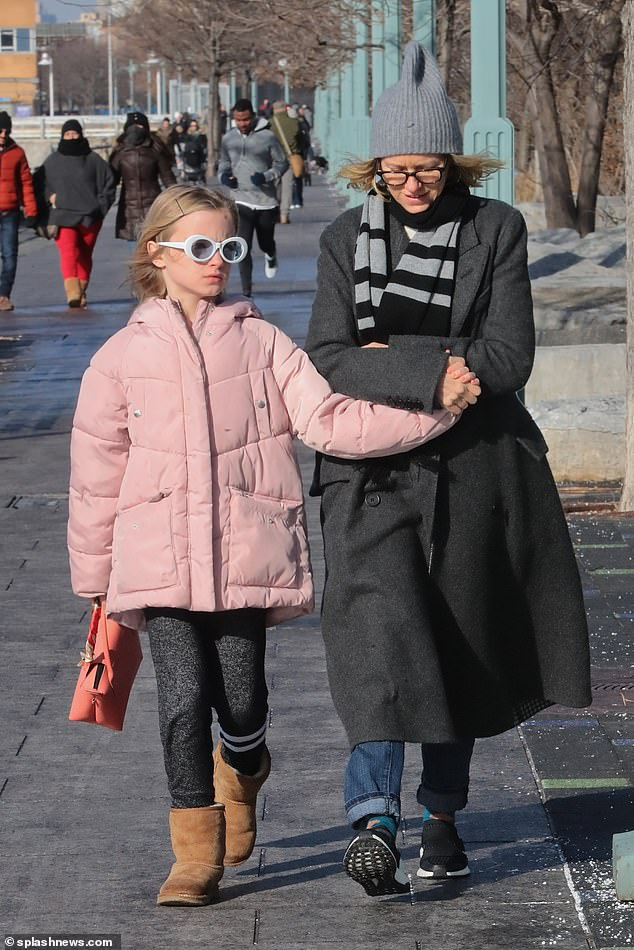Naomi Watts is a model mom as she holds her 10-year-old ...