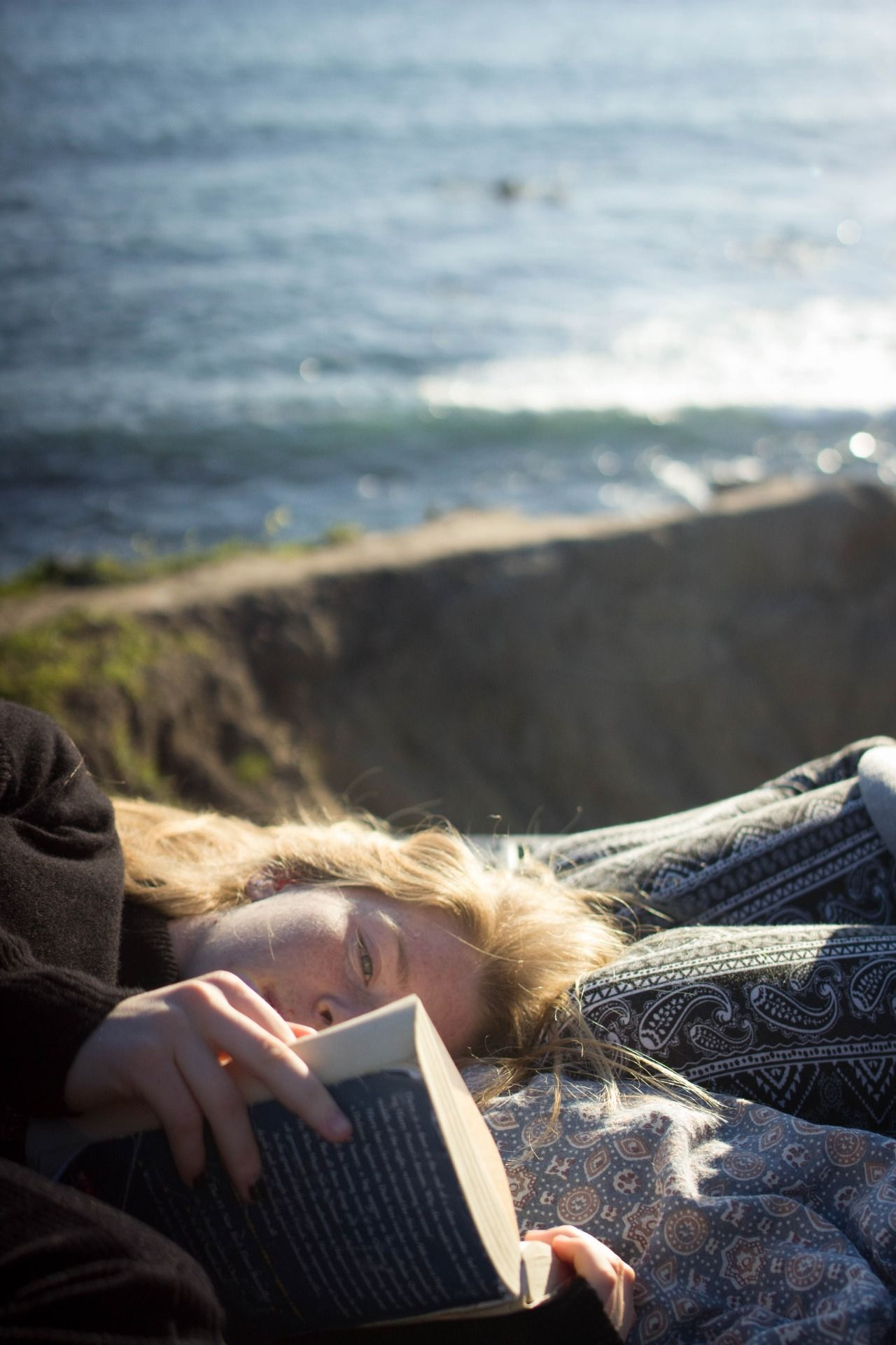 Reading in a beautiful place | Woman reading, Photography, Photo