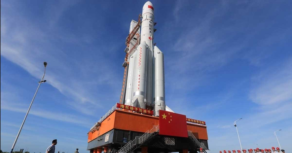 Chinese Long March 5 rocket on the pad : rocketporn